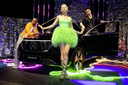 Jazzelle Zanaughtti startete mit einem interaktiven Event in Oslo die neue 'How to' Fashion Story von Mercedes-Benz.