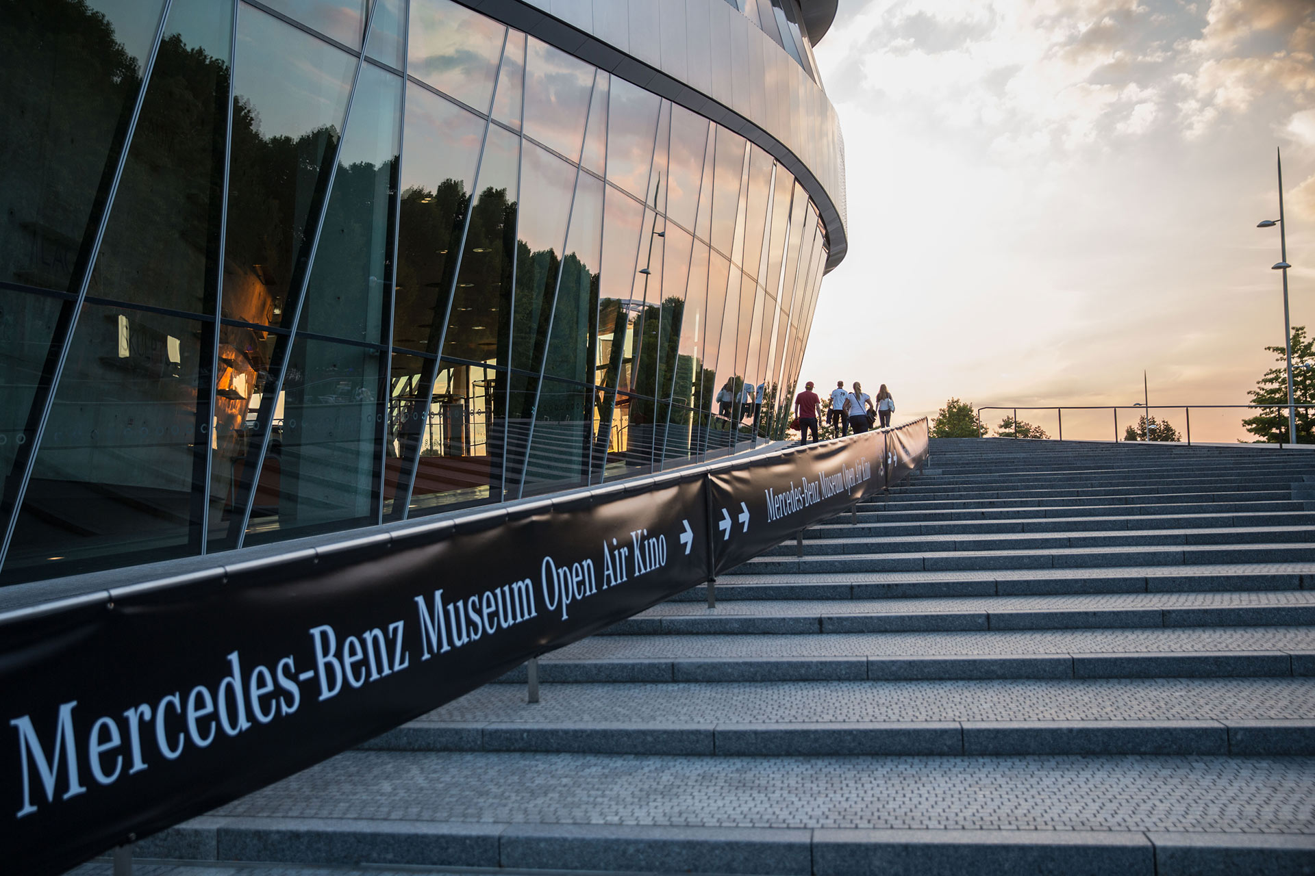 Open Air Kino - Mercedes Benz-Museum