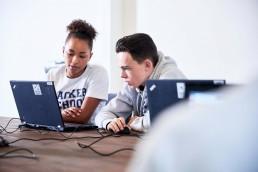 An einem Wochenende spielend Programmieren lernen: Das können Jugendliche im Alter von 11 bis 18 Jahren in der Hacker School im Mercedes-Benz Museum. Copyright Hacker School.