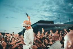 6.000 Fans jubelten Rapper Cro beim Mercedes-Benz Konzertsommer 2019 zu.