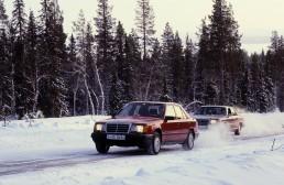 Mercedes-Benz Limousine der Baureihe 124 mit automatisch schaltendem Vierradantrieb 4MATIC.