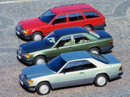 Karosserievarianten der Mercedes-Benz Baureihe 124: Coupé, Limousine und T-Modell (von vorn nach hinten). Foto aus dem Jahr 1987.