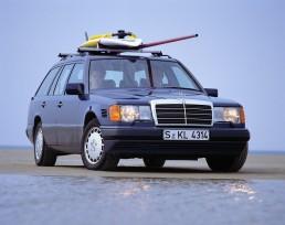 Mercedes-Benz T-Modell der Baureihe 124. Ab 1990 wird der 250 TD TURBODIESEL für den Export nach Italien produziert.
