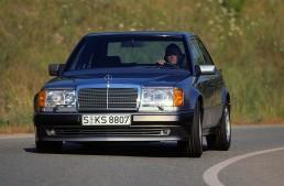 Mercedes-Benz 500 E (Baureihe 124). Das Fahrzeug wird im Oktober 1990 auf dem Autosalon Paris präsentiert und bis Juni 1993 produziert.