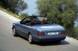 Mercedes-Benz Cabriolet der Baureihe 124. Foto aus dem Jahr 1993.