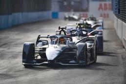 Rennpremiere mit dem Mercedes-Benz EQ Silver Arrow 01 in der Formel E: Nach den beiden Rennen des Diriyah E-Prix 2019 am 22. und 23. November 2019 führt das Mercedes-Benz EQ Formel-E-Team die Teamwertung an.