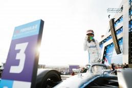 Rennpremiere des Mercedes-Benz EQ Formel-E-Teams: Stoffel Vandoorne beendet beide Rennen des Diriyah E-Prix am 22. und 23. November 2019 auf Platz 3 und beschließt das Jahr auf Platz 2 der Fahrerwertung.