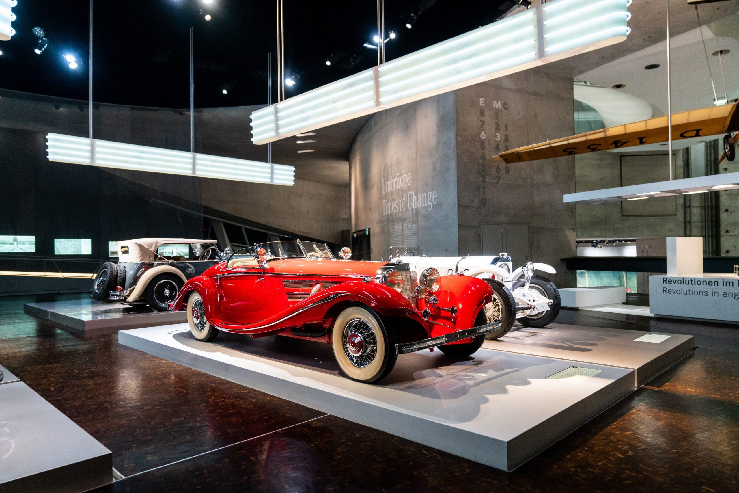 Ausdrucksstärke: Das expressive Design des Mercedes-Benz 500 K Spezial-Roadsters (1934 bis 1936) – hier im Mercedes-Benz Museum – drückt mit den gewaltigen Schwingen der vorderen Kotflügel Geschwindigkeit aus.