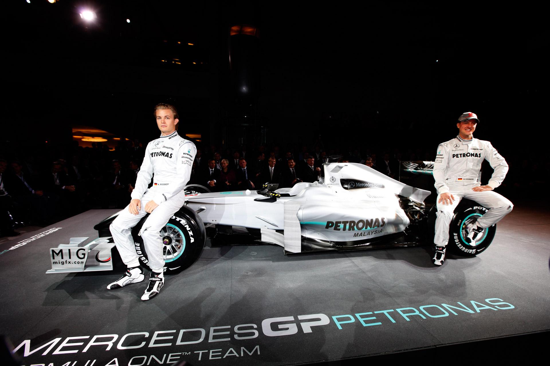 Pressekonferenz im Mercedes-Benz Museum, 25. Januar 2010. Mercedes-Benz stellt sein neues Formel-1-Werksteam MERCEDES GP PETRONAS vor. Die Fahrer für den neuen Silberpfeil sind Nico Rosberg und der siebenmalige Formel-1-Rekordweltmeister Michael Schumacher.