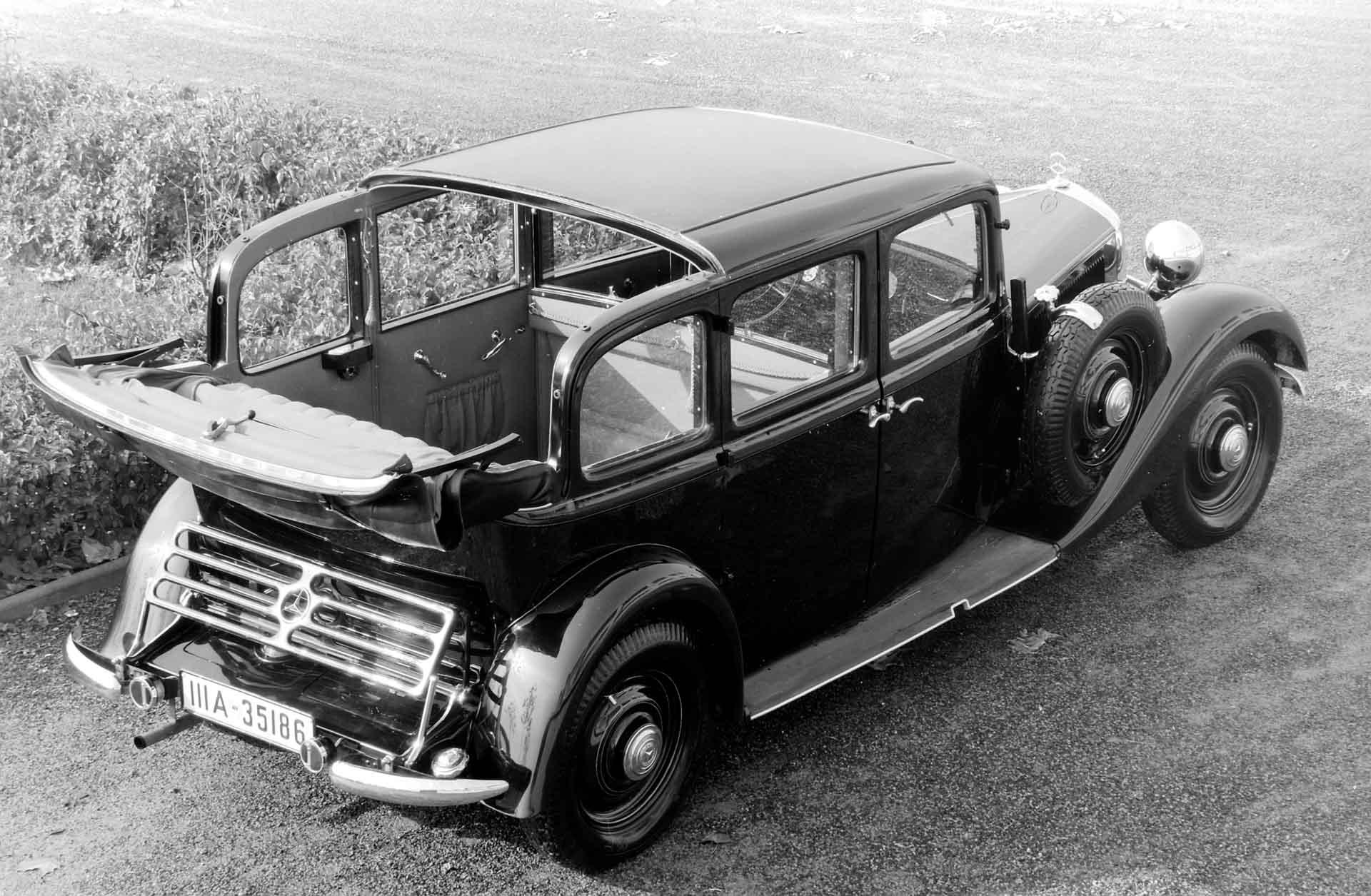 Mercedes-Benz 260 D (W 138) Pullman-Landaulet. Die Pullman-Ausführungen sind besonders als Taxi beliebt, da sie sechs Personen Platz bieten.