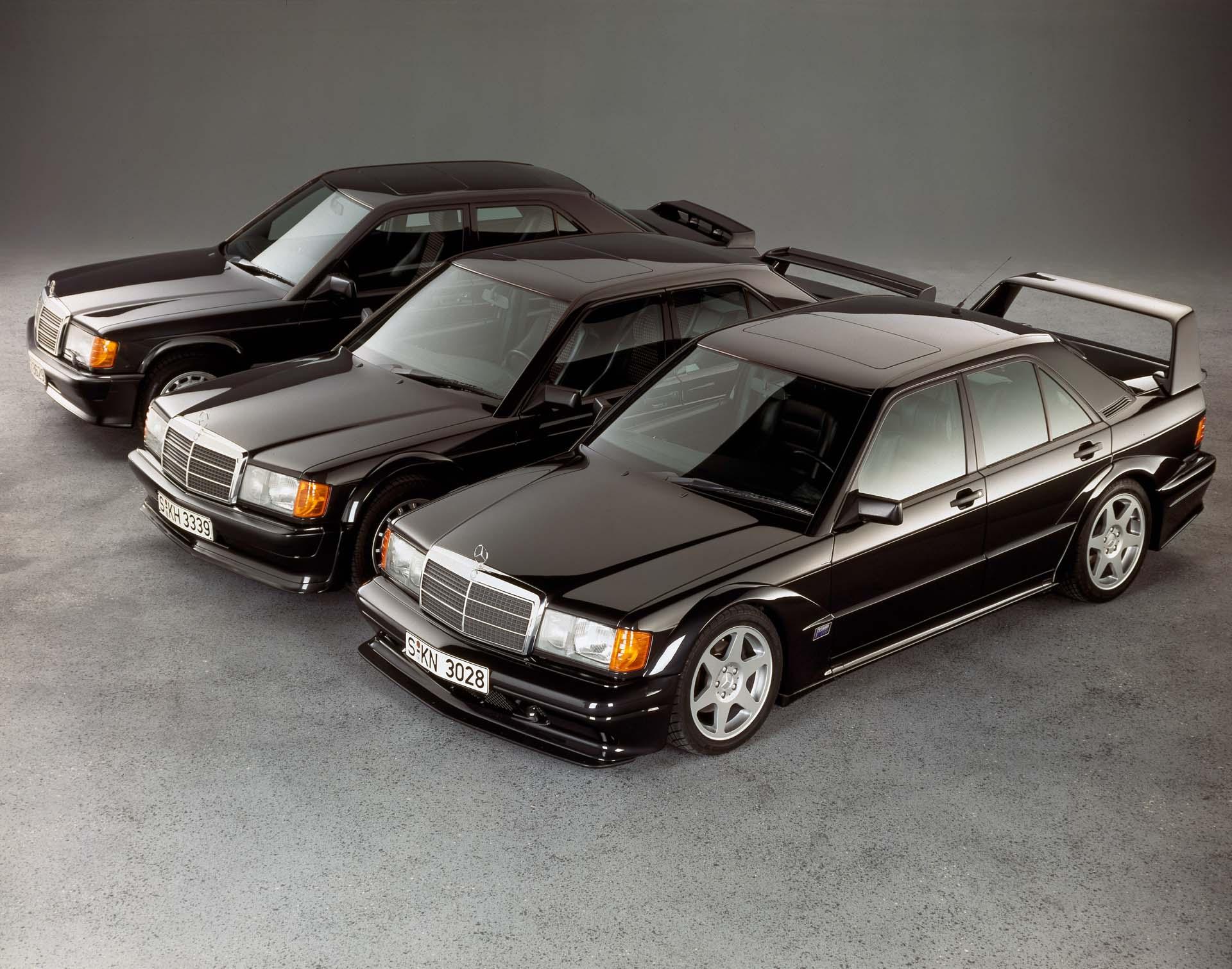 Mercedes-Benz 190 E 2.5-16 Evolution II (vorn rechts) mit seinen Vorgängern 190 E 2.5-16 Evolution (Mitte) und Mercedes-Benz 190 E 2.3-16 (hinten links). Foto aus dem Jahr 1990.