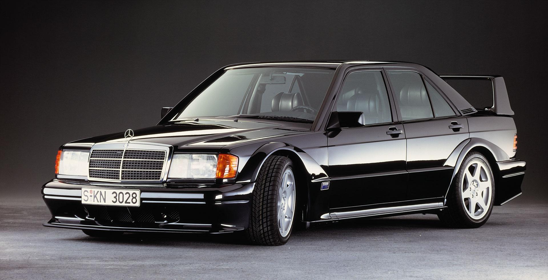 Mercedes-Benz 190 E 2.5-16 Evolution II (W 201). Das Hochleistungsfahrzeug wird 1990 in einer auf 500 Stück limitierten Auflage als Homologationsmodell für den Motorsport gefertigt.