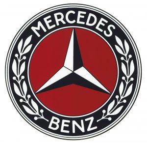 Nach der Fusion der Daimler-Motoren-Gesellschaft mit der Firma Benz & Cie. wird 1926 ein die Gemeinsamkeit der beiden Firmen betonendes Warenzeichen geschaffen. Von Benz stammt der Lorbeerkranz, von der DMG der Dreizackstern.