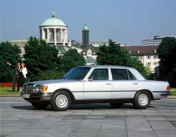 Der Mercedes-Benz 450 SEL 6.9 wurde 1975 zum neuen Topmodell der S-Klasse. Neben dem 6,9-Liter-V8 waren vor allem die hydropneumatische Federung und der Ausstattungsumfang bemerkenswert.