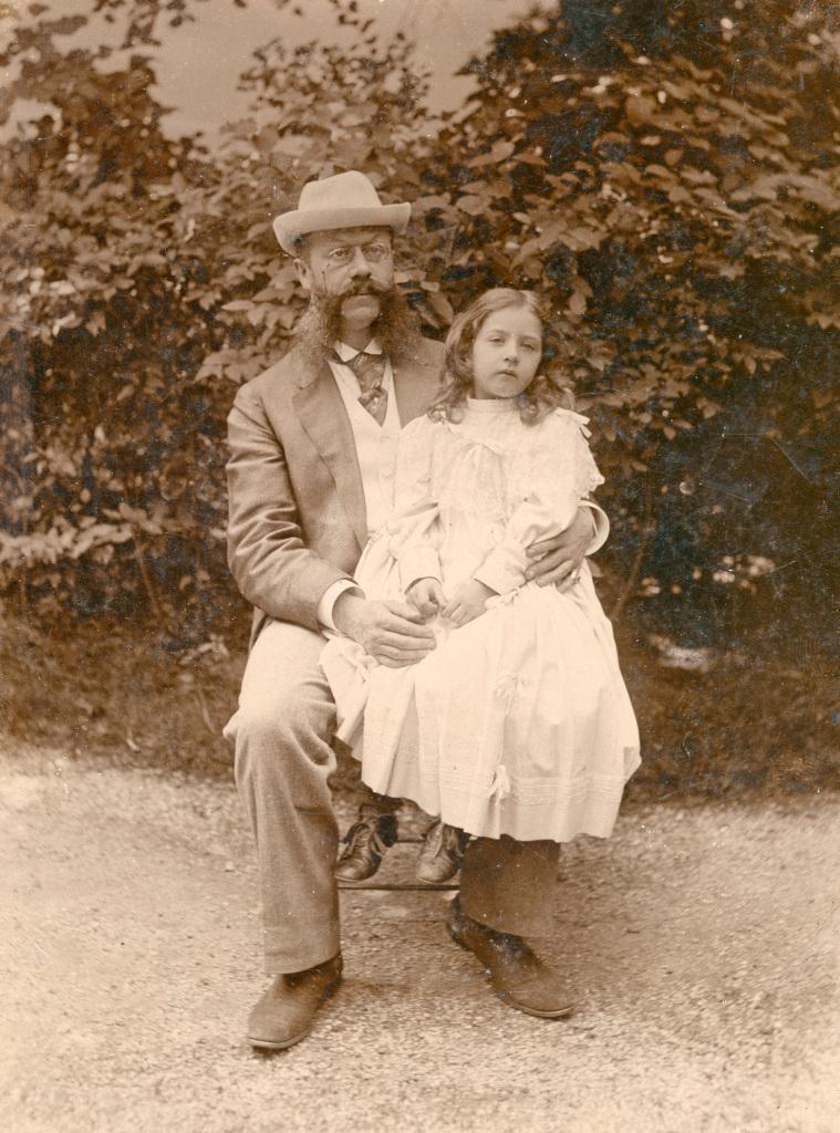 Emil Jellinek mit seiner Tochter Mercédès. Aufgenommen um 1895.