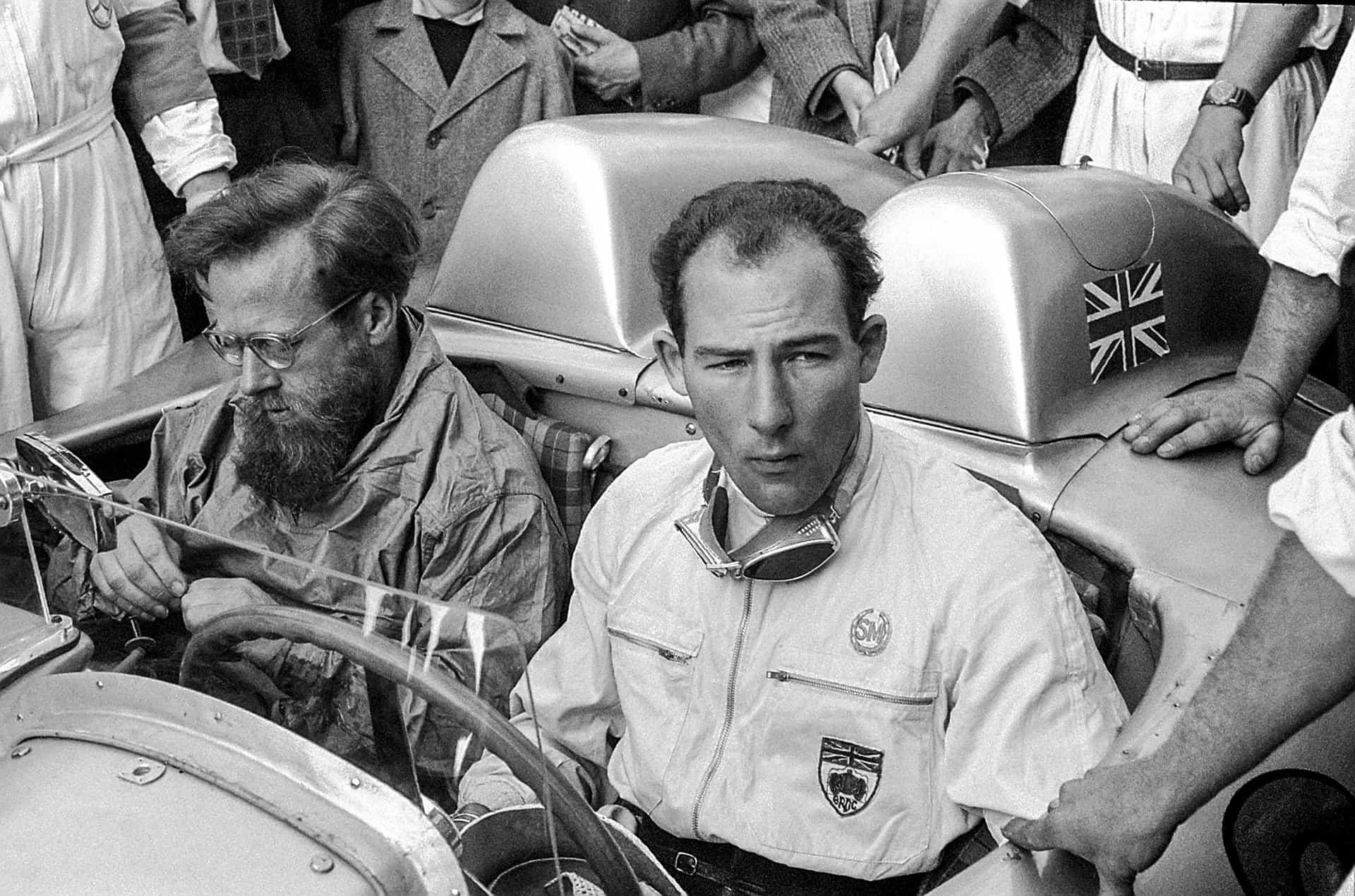 Bilder Mille Miglia 1955 in Italien vom 30. April bis 1. Mai 1955: Stirling Moss gewinnt das legendäre Straßenrennen mit seinem Beifahrer Denis Jenkinson auf Mercedes-Benz Rennsportwagen 300 SLR (W 196 S) in der besten je erzielten Zeit.