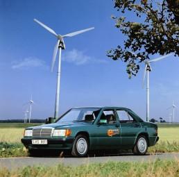 Elektro-Großversuch auf der Insel Rügen im Jahr 1992: Mercedes-Benz steuert jeweils zehn 190er sowie Transporter vom Typ MB 100 D bei.