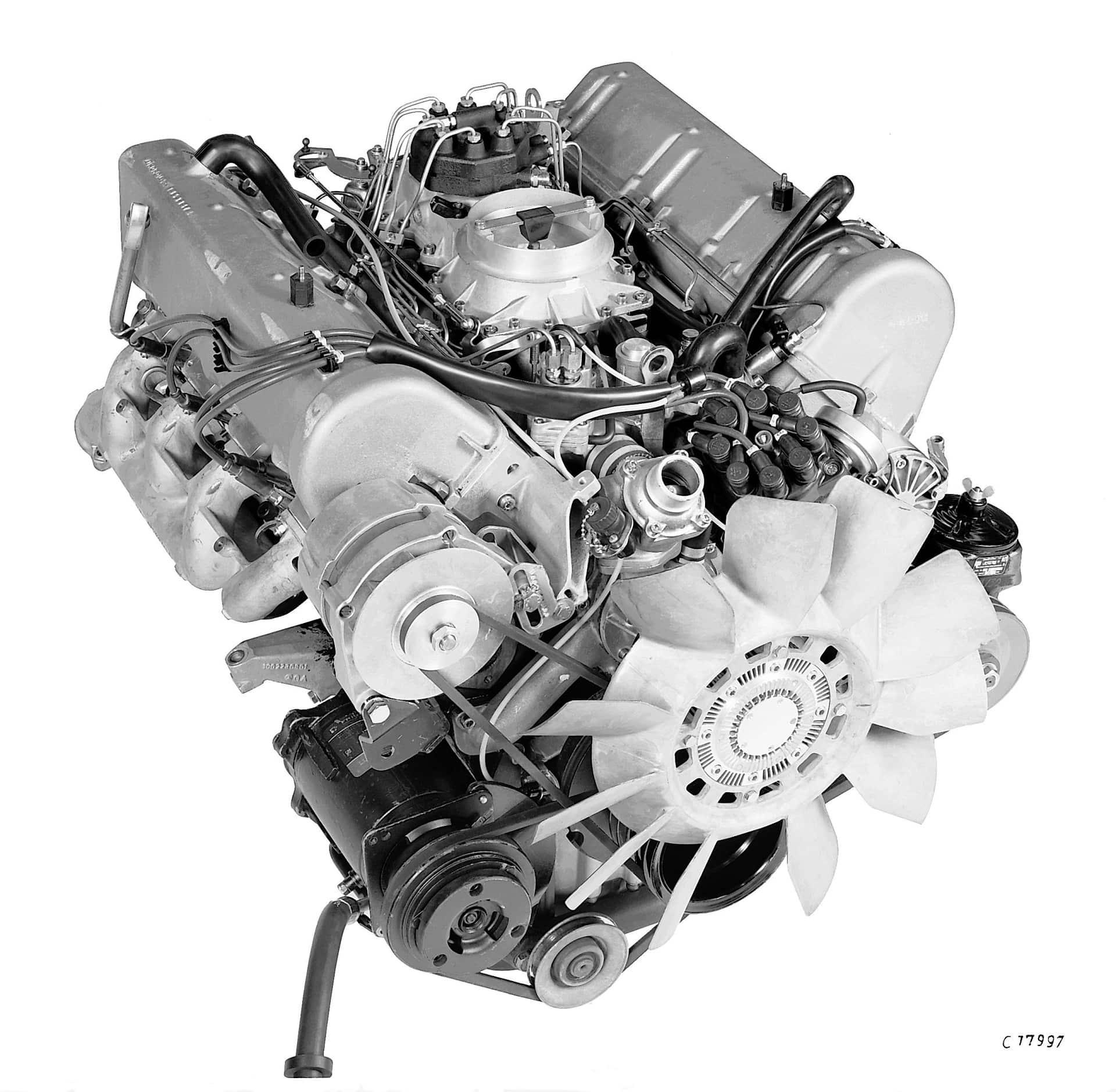 Mercedes-Benz Motor Typ 450 SEL 6.9 Liter aus dem Jahre 1975