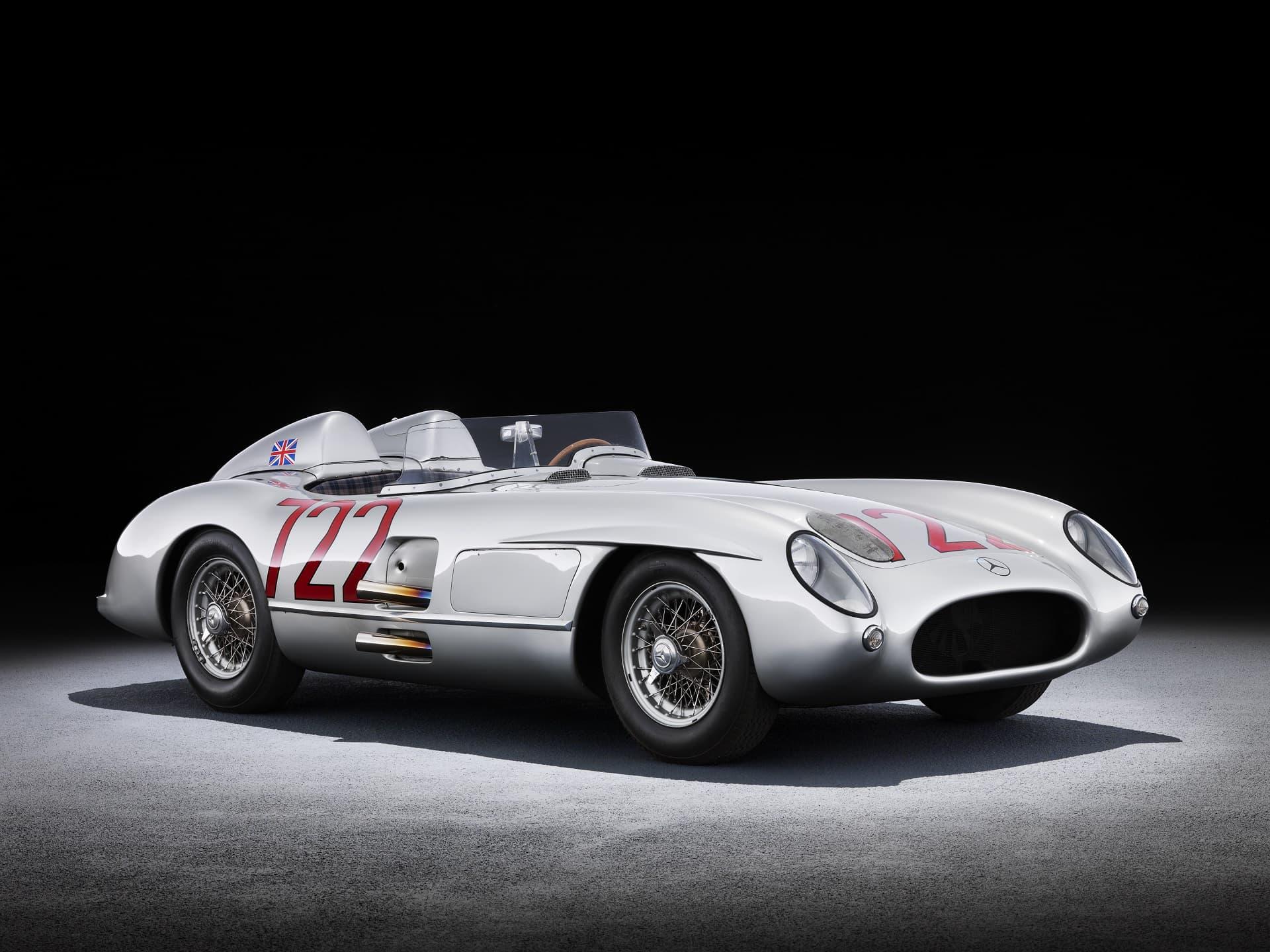 Mercedes-Benz 300 SLR Rennsportwagen (W 196 S), 1955. Fahrzeug von Stirling Moss und Denis Jenkinson bei der Mille Miglia des gleichen Jahres (Rekordzeit: 10 Stunden, 7 Minuten und 48 Sekunden). Studioaufnahme, Exterieur, von links vorn.