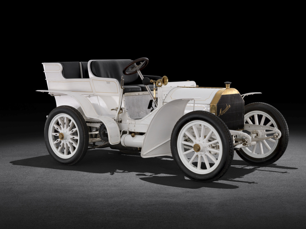 Mercedes-Simplex 40 PS aus dem Jahr 1903 in der Ausführung mit viersitziger Tonneau-Karosserie. Der Hochleistungssportwagen aus der Sammlung von Mercedes-Benz Classic gehört zu den ältesten erhaltenen Fahrzeugen der Marke. Mercedes-Simplex 40 PS from 1903 with a four-seater tonneau body. This high-performance racing car from the Mercedes-Benz Classic collection is one of the oldest surviving vehicles of the brand.