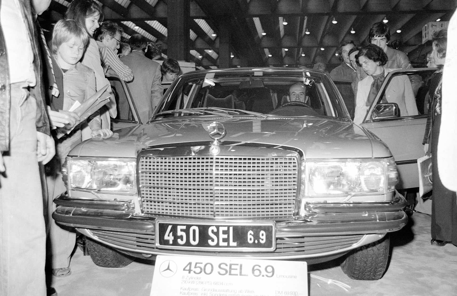 Sensation auf der IAA 1975: Die Mercedes-Benz S-Klasse Typ 450 SEL 6.9.