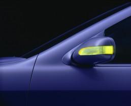 Mercedes-Benz S-Klasse der Baureihe 220, Blinker mit 18 Leuchtdioden integriert in das Gehäuse des Außenspiegels. Foto aus dem Jahr 1998.