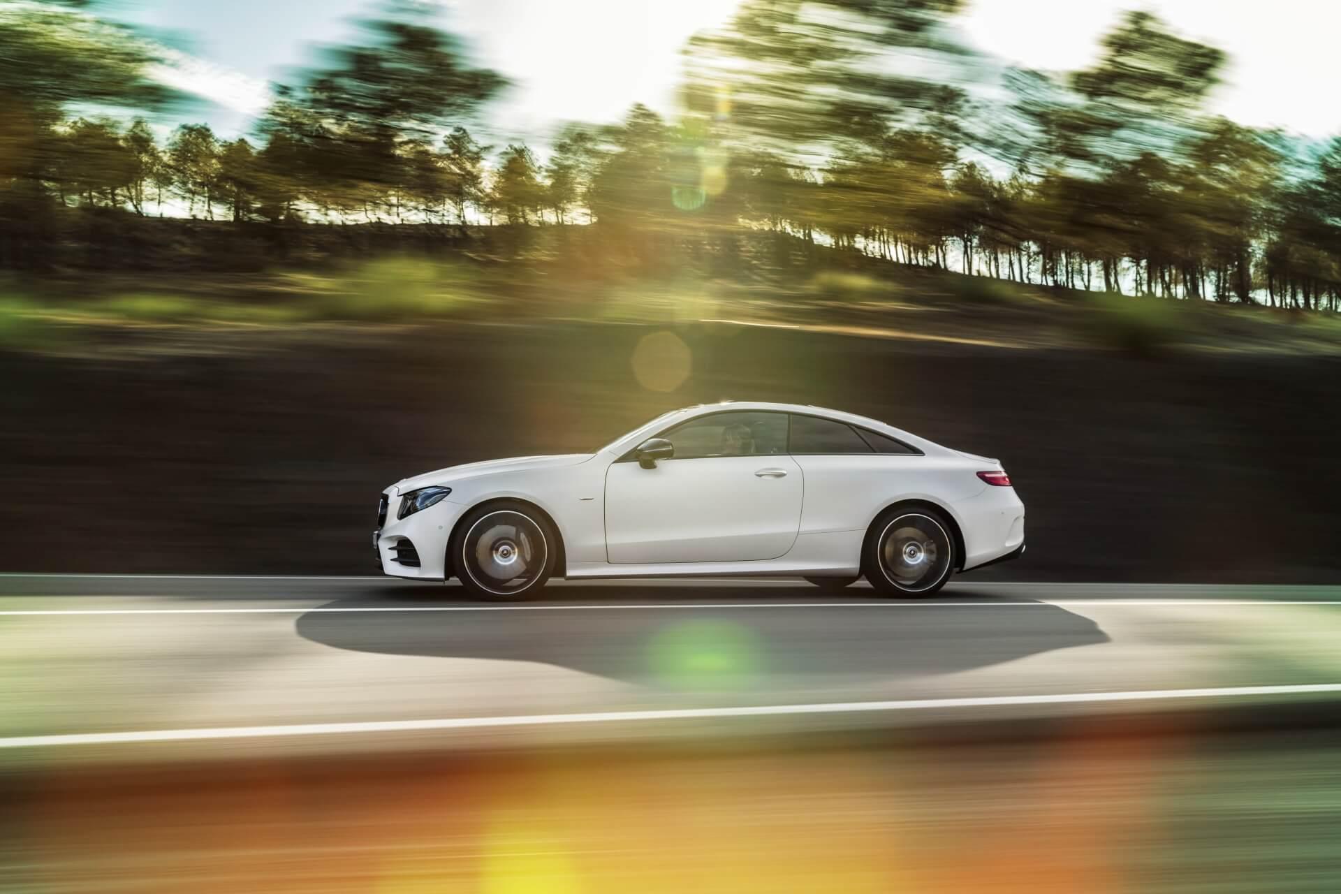 Mercedes-Benz E-Klasse Coupé; 2016; Exterieur: designo kashmirweiß magno, Edition 1, AMG Line, Night Paket