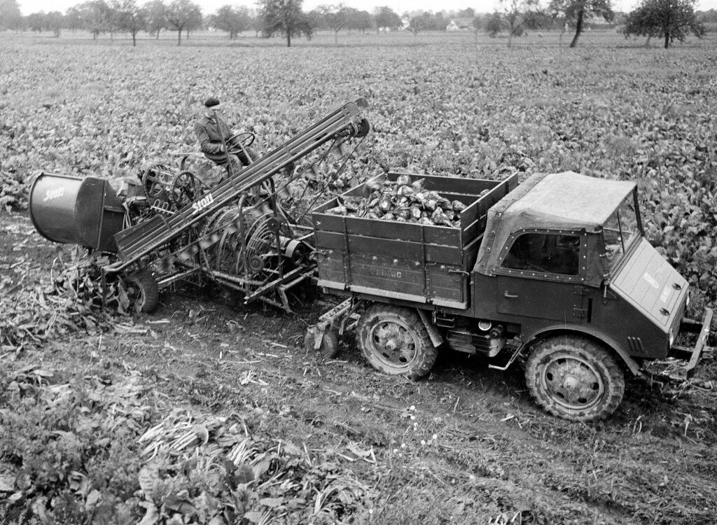Mercedes-Benz Unimog im landwirtschaftlichen Einsatz.