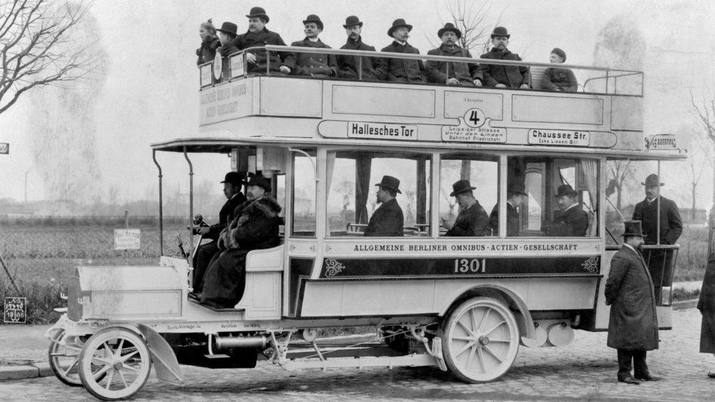 1905: Die Post fährt Daimler.