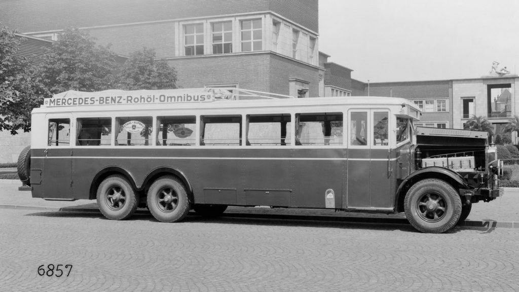1928: Daimler-Benz Serienbus mit Dieselmotor.