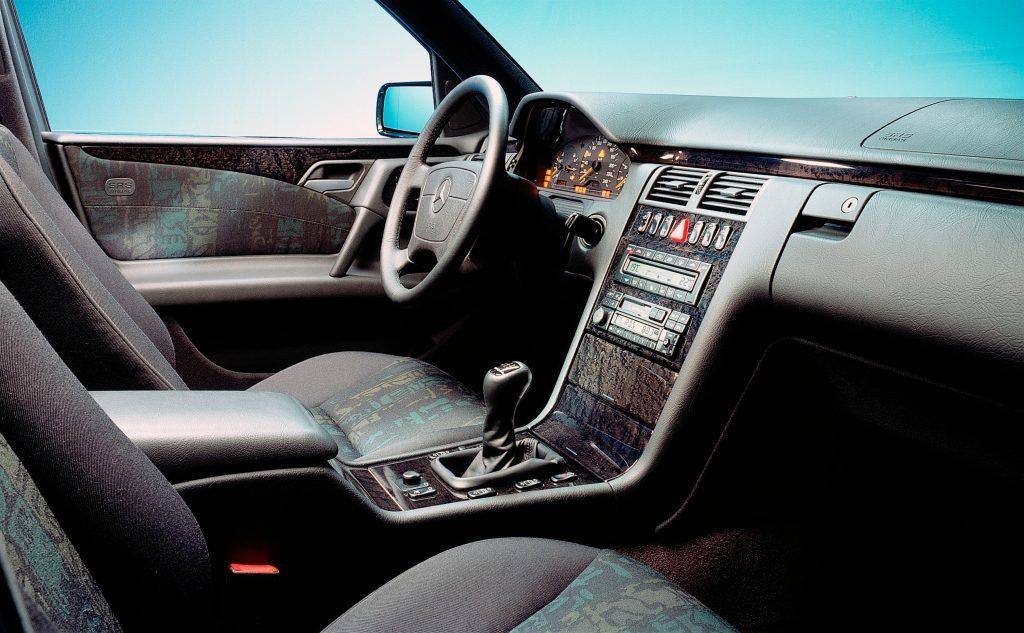 Mercedes-Benz E-Klasse Baureihe 210 (1995 bis 2003). Das T-Modell wird im April 1996 vorgestellt.