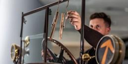 """Der Scheibenwischer: eines von """"33 Extras"""" im Mercedes-Benz Museum. Er geht zurück auf eine Erfindung der Amerikanerin Mary Anderson im Jahr 1903."""