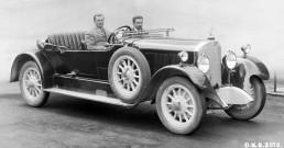 Mercedes 24/100/140 PS Tourenwagen, 1925. Alfred Neubauer am Steuerrad. (Auf diesem Wagen, belegt Neubauer den zweiten Platz, in der Kategorie: Tourenwagen über 5-Liter, beim Internationalen Klausenpass-Bergrennen (für Tourenwagen), am 22. August 1925).