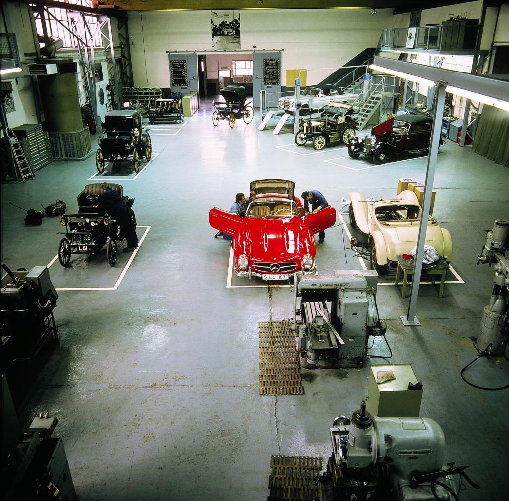 In das 1993 gegründete Mercedes-Benz Classic Center in Fellbach fließt auch die Kompetenz der bisherigen Mercedes-Benz Museumswerkstatt ein. Foto aus dem Jahr 1989.