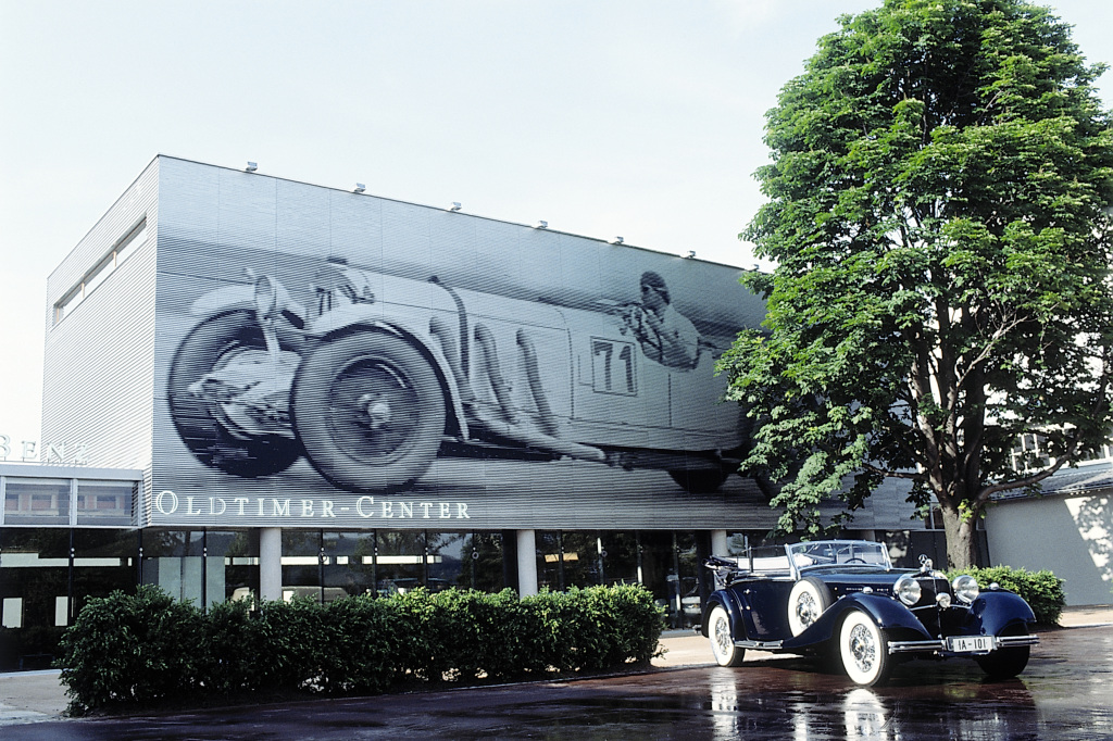 Klassik-Kompetenz von Weltrang: Das Mercedes-Benz Classic Center wird 1993 in Fellbach bei Stuttgart eröffnet, damals noch unter dem Namen Oldtimer-Center. Foto aus dem Jahr 1993.