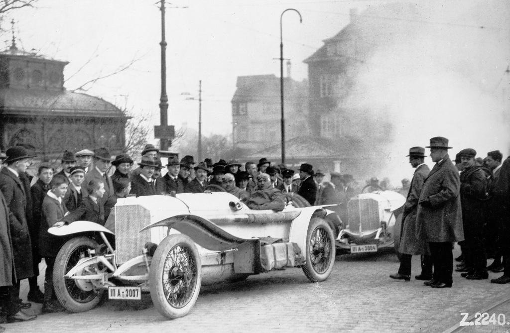 Targa Florio, 2. April 1922: Am Bubenbad vor der Abfahrt zum Rennen. Christian Lautenschlager mit Beifahrer Hemminger auf Mercedes 115 PS Grand-Prix-Rennwagen (Zulassungsnummer IIIA-3007). Lautenschlager belegt in der Kategorie Rennwagen den zweiten Platz.