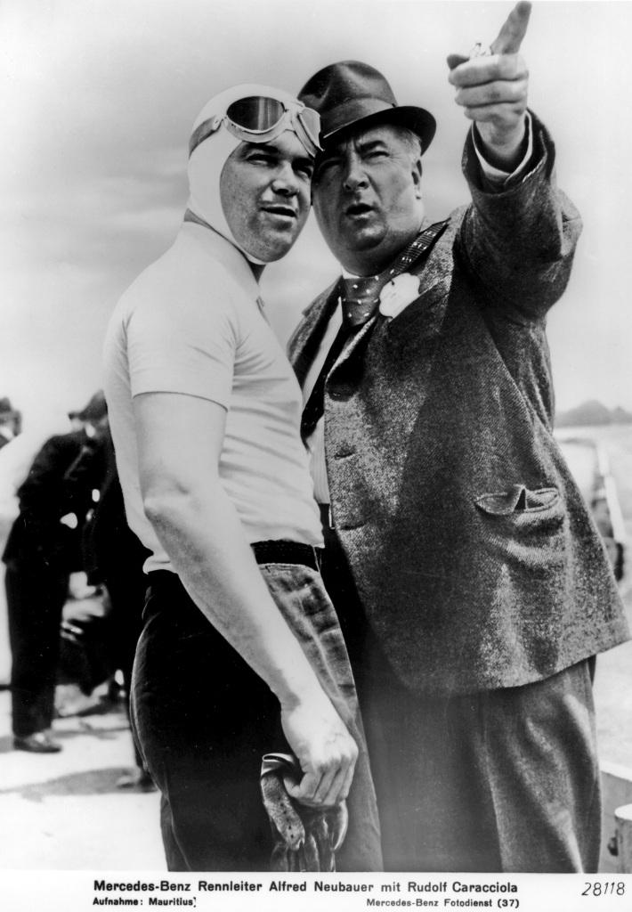 Alfred Neubauer mit Rudolf Caracciola. (Fotosignatur der Mercedes-Benz Classic Archive: 28118)