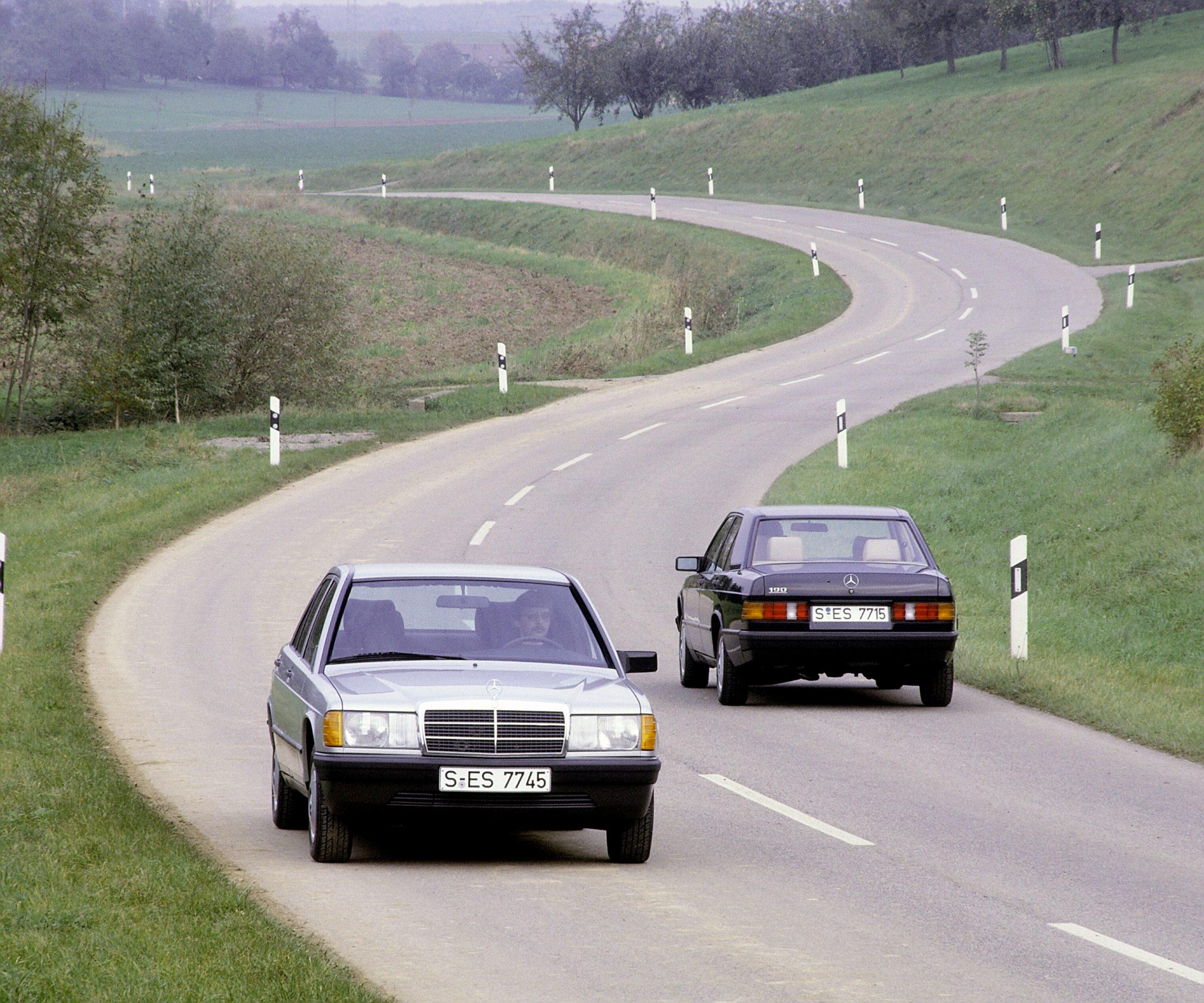 Mercedes-Benz Kompaktklasse Limousinen der Baureihe W 201 (Produktionszeitraum 1982 bis 1993). Fahraufnahme.