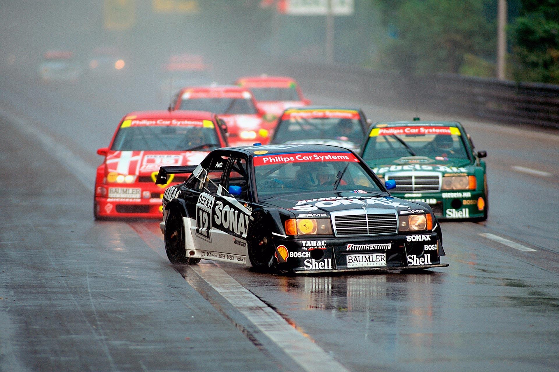AMG Mercedes Rennsport-Tourenwagen 190 E Klasse 1 der Baureihe W 201. Eingesetzt in der Deutschen Tourenwagen-Meisterschaft (DTM). Fahrzeug von Roland Asch beim ADAC Avus-Rennen in Berlin am 12. September 1993. Asch gewinnt beide Läufe des Rennens.