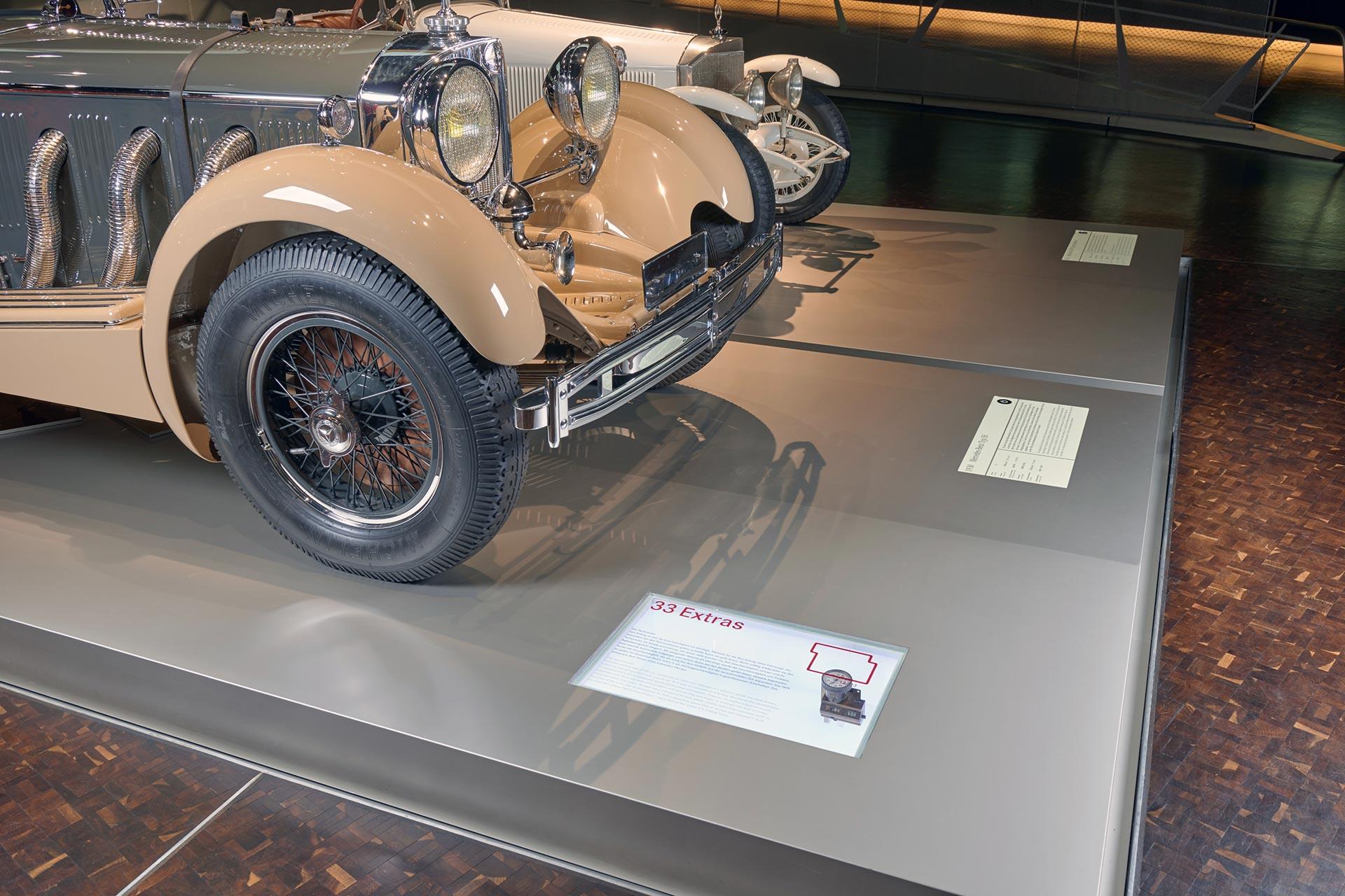 """Der Tachometer: Er misst die Geschwindigkeit und stellt diese als Zahlenwert dar. Der Tachometer der """"33 Extras"""" des Mercedes-Benz Museums im Mythosraum 3 """"Umbrüche – Diesel und Kompressor"""" ist eine Sonderausstattung und reicht bis 100 km/h."""