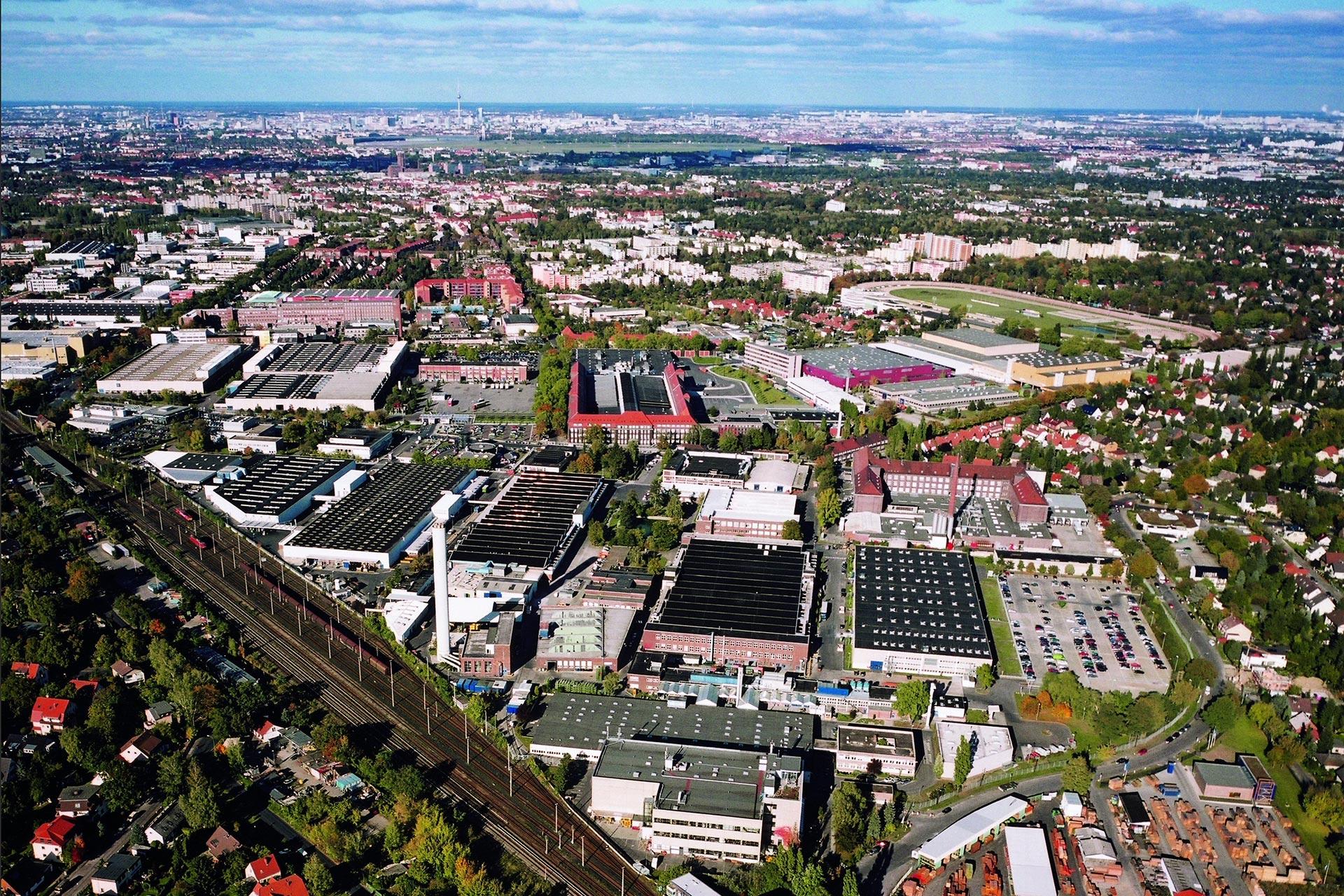 Der Standort Berlin-Marienfelde wird zum Kompetenzzentrum für Digitalisierung im globalen Mercedes-Benz Produktionsnetzwerk. Der Fokus liegt auf der Entwicklung und Implementierung von MO360, dem digitalen Mercedes-Benz Produktions-Ökosystem.