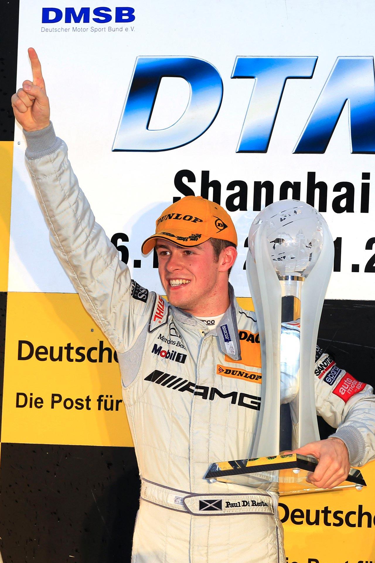 Paul Di Resta sichert sich im letzten Lauf der DTM-Saison 2010 am 28. November 2010 in Shanghai die Fahrermeisterschaft auf AMG Mercedes-Benz C-Klasse. Er führt einen Dreifachsieg der Marke mit dem Stern in der Fahrerwertung an: Gary Paffett wird Vizemeister, Bruno Spengler kommt auf Platz 3.