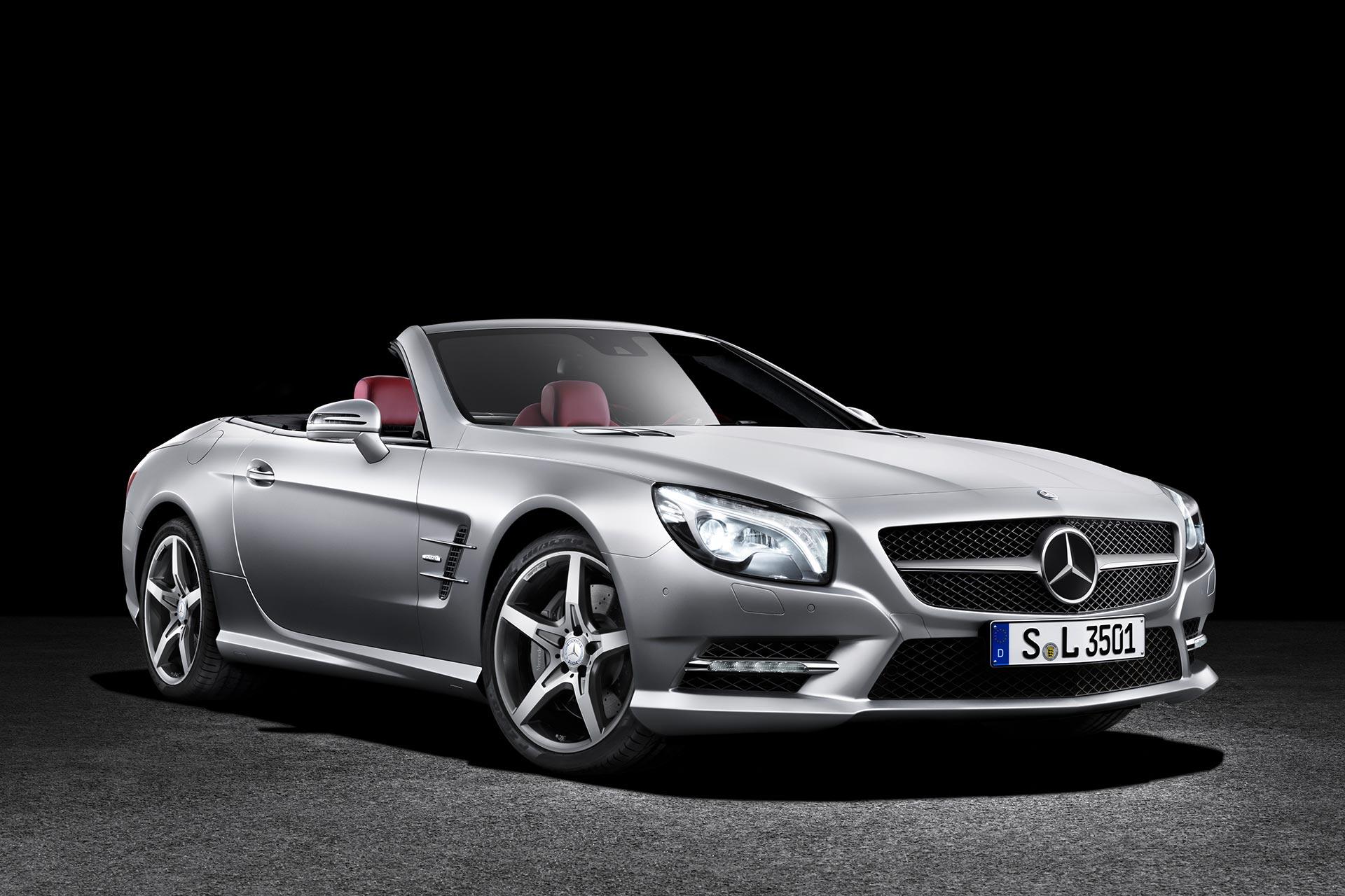 Mercedes-Benz SL 350 (R 231). Sondermodell Edition 1. Produktionszeitraum der Baureihe 2012 bis 2020. Studiofoto von rechts vorn.
