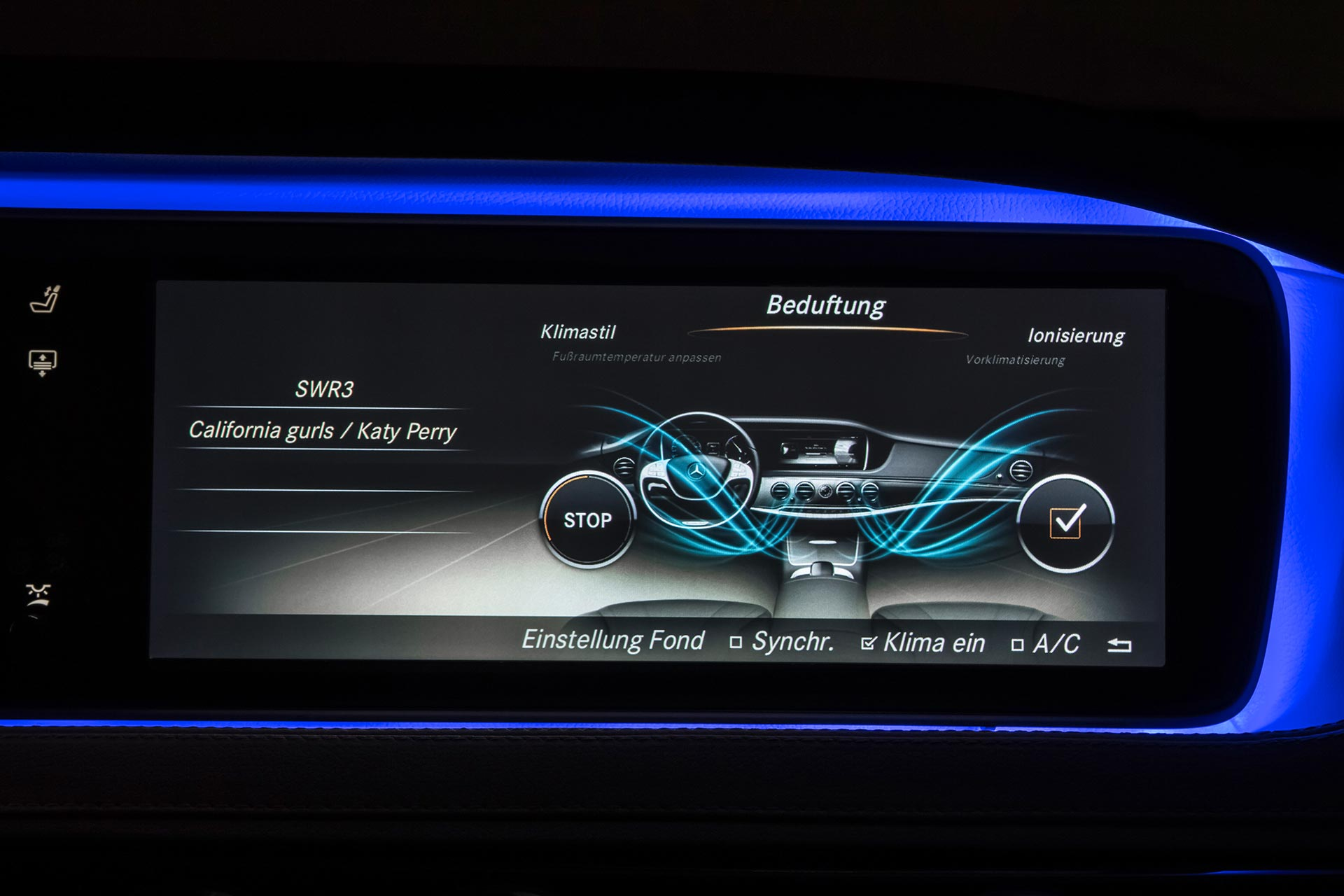 Mercedes-Benz S-Klasse der Baureihe 222 (2013 bis 2020). Eine Weltneuheit ist das AIR-BALANCE-Paket. Die Intensität der Beduftung lässt sich über das COMAND-System einstellen. Foto aus dem Jahr 2013.