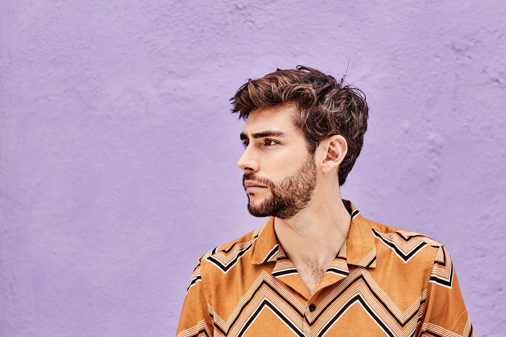 Der spanische Musiker Álvaro Soler tritt am 9. Juli 2022 beim Mercedes-Benz Konzertsommer auf