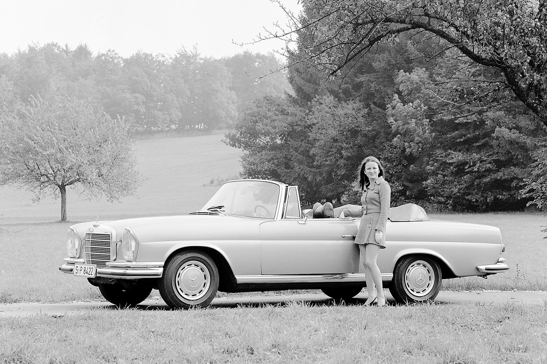 Mercedes-Benz 280 SE 3.5 Cabriolet (Baureihe W 111). Mit verschiedenen Motorisierungen wird das Cabriolet der Baureihen W 111/W 112 von 1961 bis 1971 gebaut