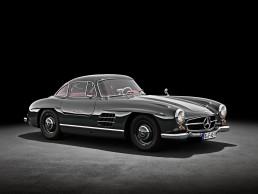 Mercedes-Benz 300 SL Coupé (W 198), Produktionszeitraum 1954 bis 1957. Studiofoto von rechts vorn.