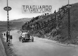 Targa Florio (Sizilien), 29. Mai 1921. Max Sailer gewinnt mit seinem Beifahrer Hans Rieger auf dem Mercedes 28/95 PS Sport mit Vierradbremse die Klasse der Tourenwagen über 5 Liter Hubraum und belegt Platz 2 in der Gesamtwertung.