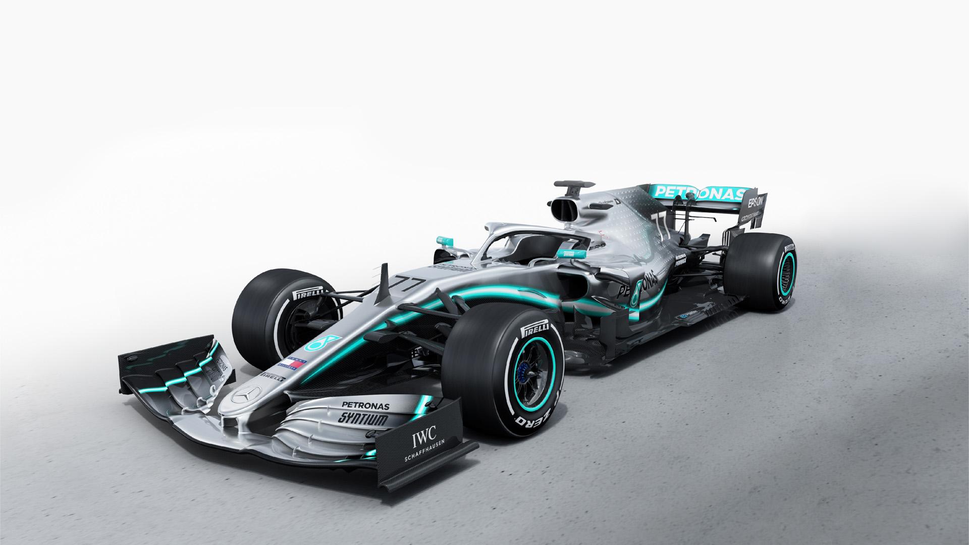 Mercedes-AMG F1 W10 EQ Power+ Formel-1-Rennwagen der Saison 2019. Studioaufnahme von links vorn.