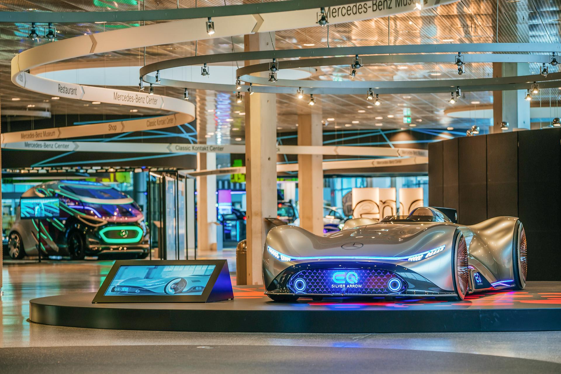 """Mercedes-Benz Museum, Sonderausstellung """"Zukunft Mobilität"""". Vision EQ Silver Arrow mit digitalem Cockpit und ins Lenkrad integriertem Touchscreen. Die Sonderausstellung ist zu sehen vom 1. Juni 2021 bis Ende März 2022"""